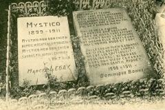 La tombe de Mystico au cimetière des chiens d\'Asnières.