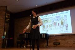 Claudia_Hommel_introduit_le_conferencier.