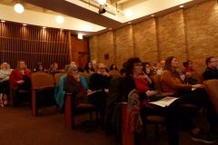 "Le public dans la salle ""Recital Hall"" de la ""DePaul University School of Music""."